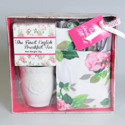 Sada pre záhradníčku - zásterka + motyčka + hrabličky + hrnček + čaj