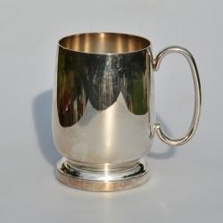 Postriebrený kovový pohár s uškom Silverplated