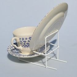 Kovový biely stojan na TROJSET - šálka, podšálka a tanierik, Výška stojanu je 10 cm