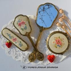 predane  Sada na česanie - kefa + zrkadlo s čipkou a výšivkou