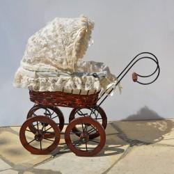 40 cm Porcelánová bábika v slamenom klobúku