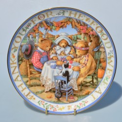 Porcelánový tanier Blessed With Friends, Royal Doulton  20,5 cm