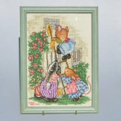 predané Gobelín - vyšívaný obraz Chalúpka v jarnej záhrade, rozmer rámu 37,5x32,5 cm