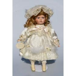vymenit pierka Porcelánová bábika s pierkami.