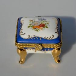 predane Porcelánová šperkovnička na zlatých nožičkách Dáma 8x6 cm