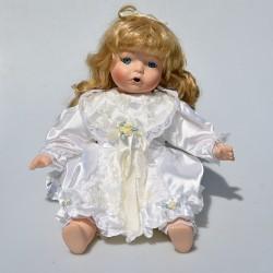 predane Porcelánová sediaca bábika Chelsea The Hamilton Collection 40 cm