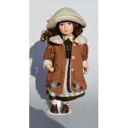 , ciapka? 34 cm Porcelánová bábika s korčuľami a rukávnikom + stojan na státie