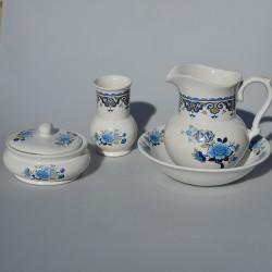 predane Umývacia sada - džbán a miska The Remé Collection, objem džbánu je 500 ml Na oboch kúskoch jemné krakelovanie glazúry.