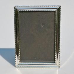 Kovový POSTRIEBRENÝ rám, so sklom 24x17 cm