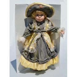 40 cm Porcelánová bábika Emily s brošňou + stojan + pôvod.krabica