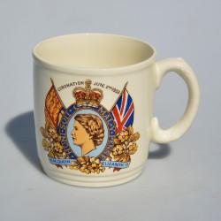 Keramický hrnček Coronation of Queen Elizabeth II., objem 300 ml