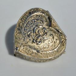 predané Kovová šperkovnička na levích nôžkach,  výška 7 cm a priemer 15,5 x 13,5 cm