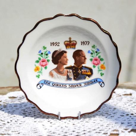 rezervovane fb x  Porcelánový dvojset Silver Jubilee of Queen Elizabeth II., objem 180 ml