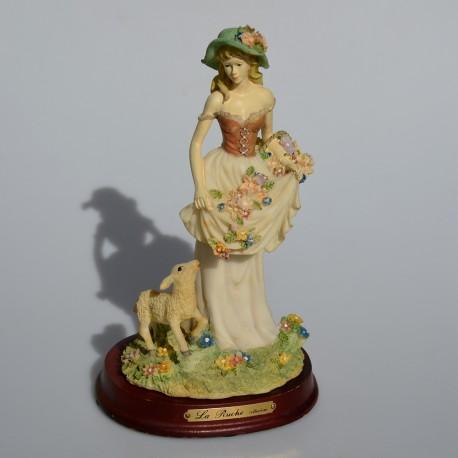 Resinová soška na drevenom podstavci Dievča s ovečkou, La Ruche 23,5x14 cm