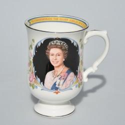 predane Porcelánový hrnček Silver Jubilee of Queen Elizabeth II., objem 300 ml