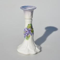 Porcelánový svietnik / soška Chlapec s ružou, znak W, typ biskvit, 11 x 7 x 5,3 cm, malé obitie (0,5 x 0,2 cm) na okraji ruže